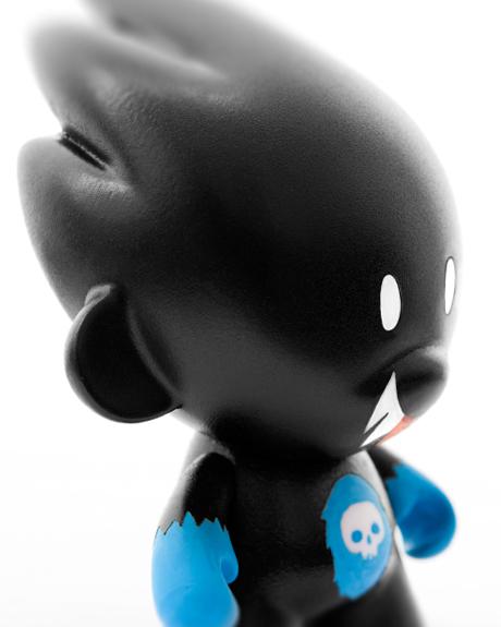 Custom Toy Onyx seitlich